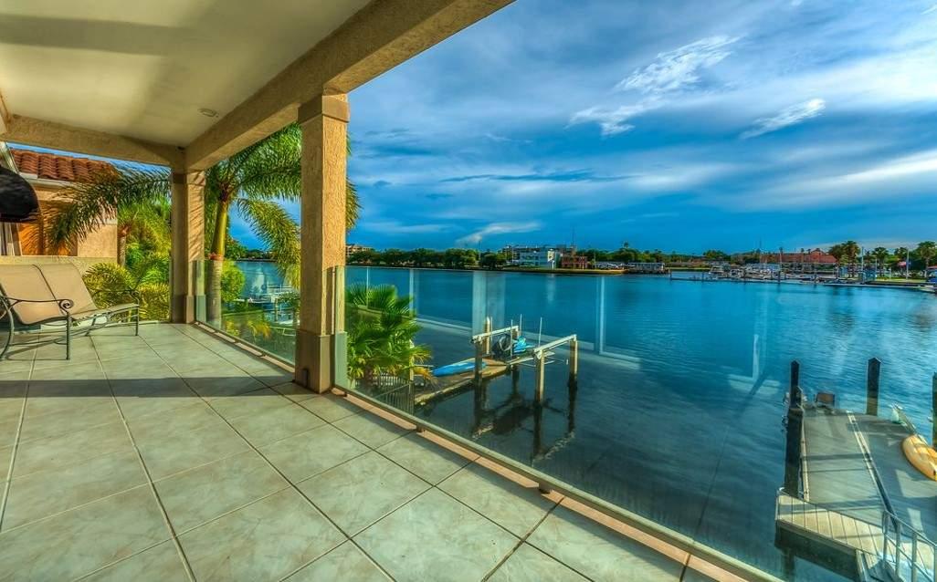 Balcony waterview
