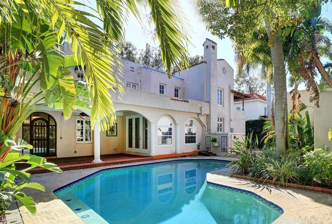 Pool and Large Back-of-Home Space to Relax